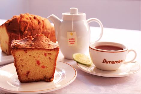 Le cake par excellence ! Coloré par les fruits confits qu'il contient, il est le compagnon idéal de votre Tea Time.  - Pâtisserie Amandine Marrakech