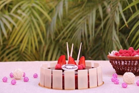 Une crème au beurre authentique, parfumée à la Vanille et framboises entiéres. - Pâtisserie Amandine Marrakech