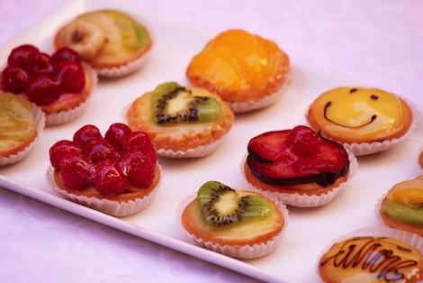 Des minis tartelettes aux fruits variés : Citron, Kiwi, Framboises, Fraises, Pêche, Chocolat noir ,Framboises et pleins d'autres… - Pâtisserie Amandine Marrakech