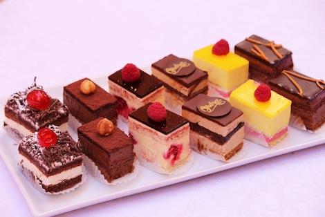 Plus d'une trentaine de miniatures différentes! Il y en a pour tous les goûts ! - Pâtisserie Amandine Marrakech