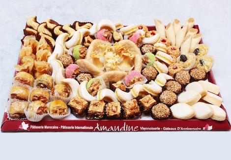 Plateau varié de gâteaux marocains. Plus d'une trentaines de compositions différentes. Vous pouvez également apporter votre propre plateau. - Pâtisserie Amandine Marrakech