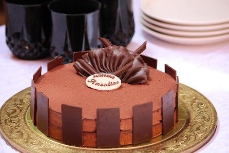 L'onctuosité d'une mousse au chocolat noir alliée à une feuilletine craquante - Pâtisserie Amandine Marrakech