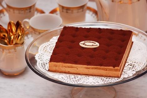 Le Tiramisu, célébre dessert Italien est composée de Mascarpone et biscuit imbibé d'expresso. - Pâtisserie Amandine Marrakech