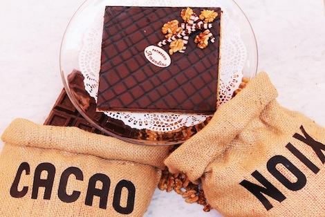 Le Turbo est composé d'un biscuit aux amandes & chocolat, de noix hâchées et d'une mousse au chocolat. - Pâtisserie Amandine Marrakech